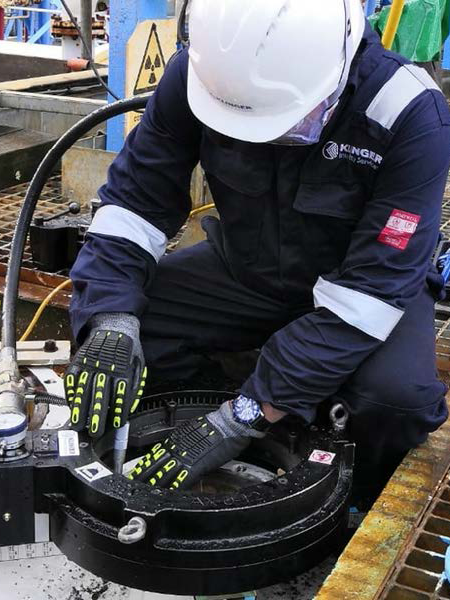 Treating flange corrosion